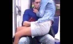 Esfregando a rola na bunda da gostosa no metro em São Paulo