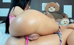 Filmando a bunda gostosa da prima rabuda Vídeo Porno Amador