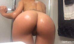 Filmando a namorada gostosa enquanto ela toma banho
