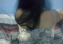 Metendo na prima ainda de pijama 6 horas da manhã enquanto a vó ainda está dormindo