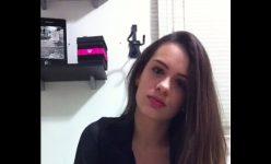 Bianca de 20 anos masturbando a bucetinha ao vivo na WebCam