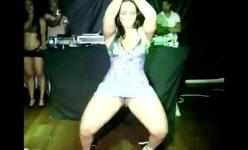 Mulher Melancia mostrando como sua bunda é gostosa no baile Funk