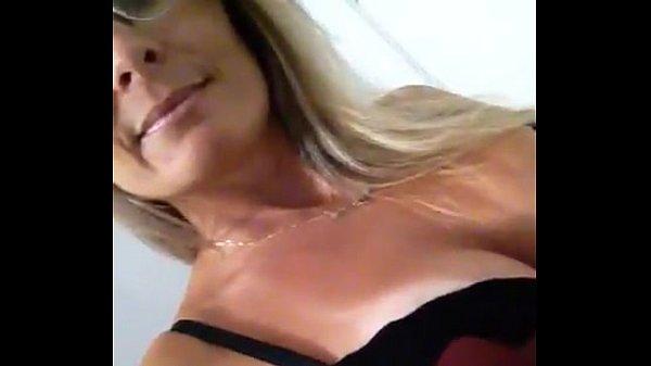 Professora Peituda Casada caiu na net masturbando a bucetinha toda excitada