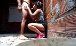 Funkeira dando depois do baile funk na favela para seu novo ficante