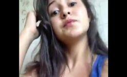 Novinha de Minas Gerais caiu na net filmando sua bucetinha com o celular
