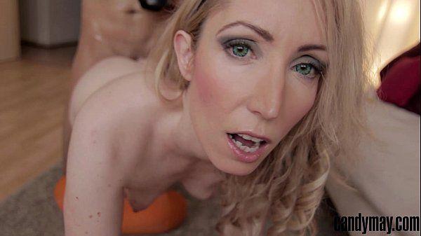 Filme de sexo anal loira liberando o cuzinho para o negão dotado