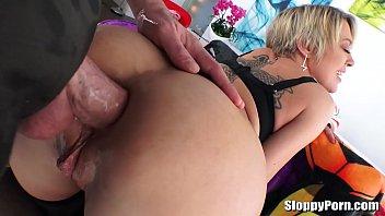 Sexo anal loira bunduda liberando o cuzinho para o namorado pauzudo